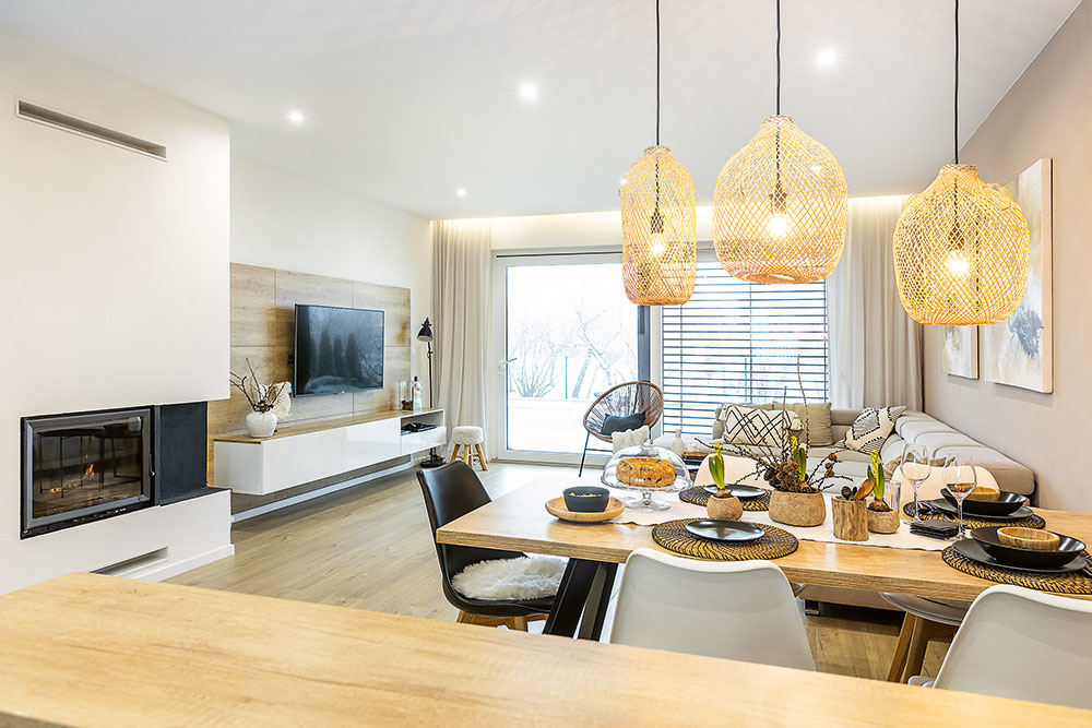 pohľad na obývaciu časť z kuchyne
