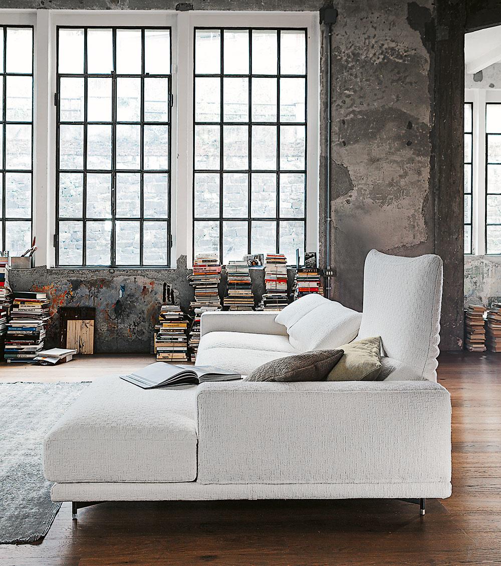 Biela sedačka je ako klenot vo vašej obývačke. Tento úžasný levitujúci obláčik vás doslova   láka leňošiť. Skompletne snímateľným poťahom nemusíte mať žiadne obavy. Môžete ho čistiť   chemicky, dokonca ivpráčke. Ak si vyberiete sedačku na www.cultdesign.cz, môžete si spolu s   ňou objednať aj náhradný poťah.
