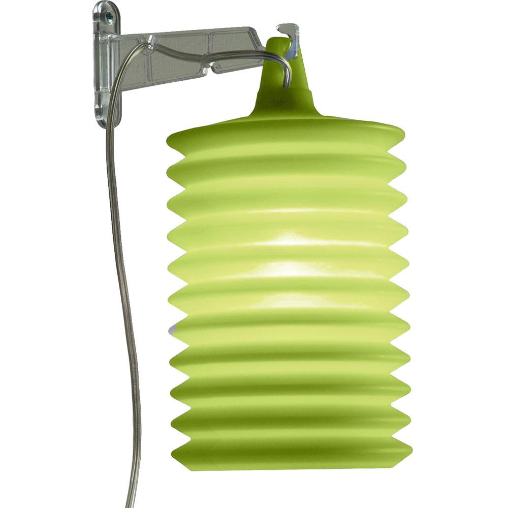 Nástenný lampión zo silikónu od značky Rotaliana v limetkovej zelenej hľadajte za 133 € na  www.ambientedirect.com.