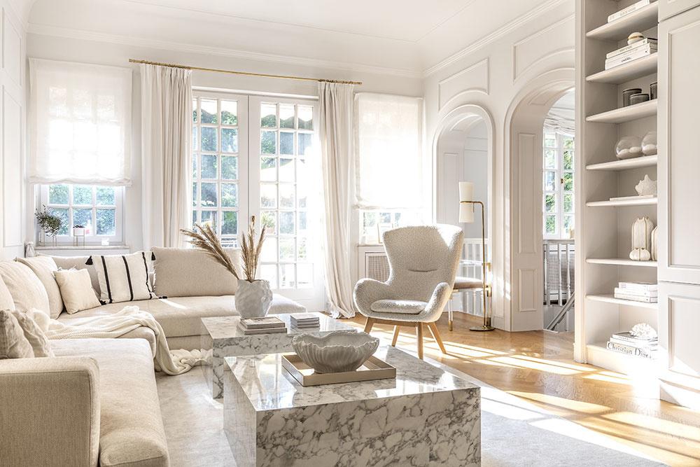 obývacia časť bytu v bielej farbe