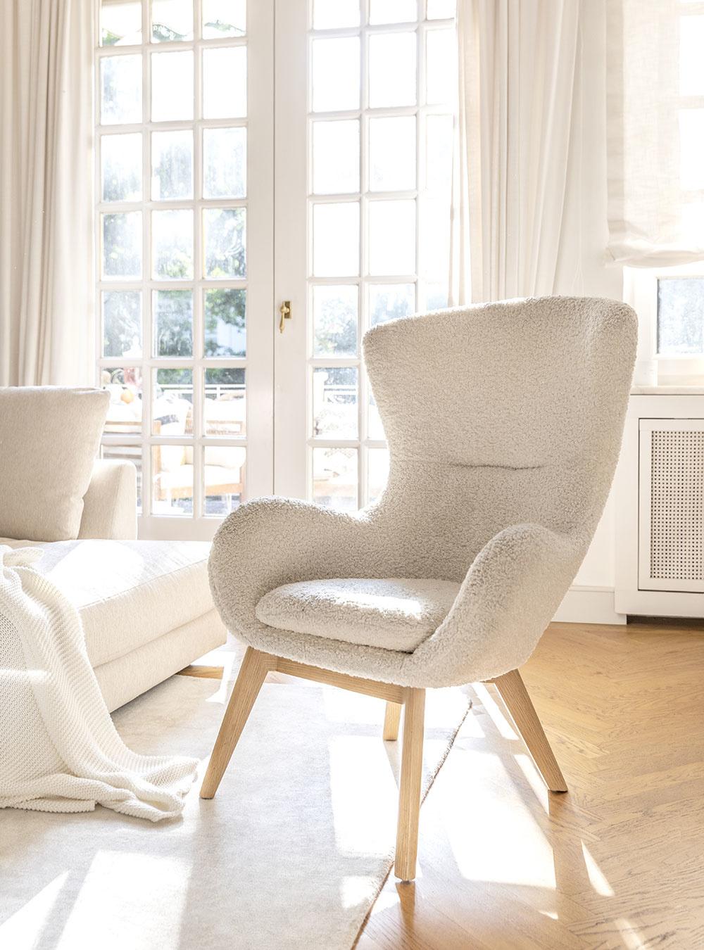 kreslo v bielej farbe