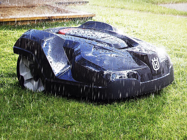 Dážď? Žiadny problém, robotická kosačka kosí za každého počasia