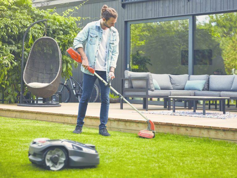 Pokosený trávnik bez námahy? Zistite, ako funguje robotická kosačka a koľko za ňu zaplatíte