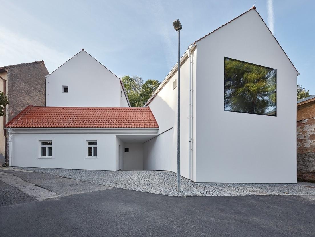 Rodinný dom v Jinoniciach s vlašským krovom