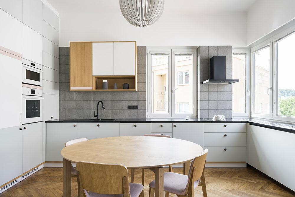 rekonštrukcia bytu kuchyňa s jedálenskym stolom