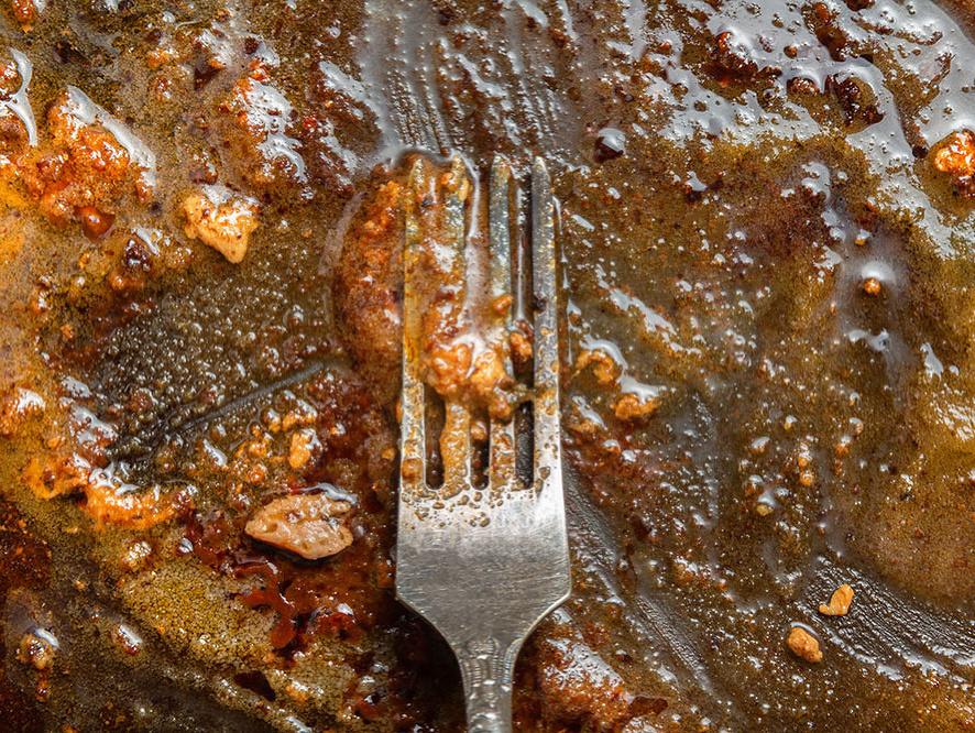 Čo s použitým olejom z panvice a prečo ho nevylievať do odtoku?