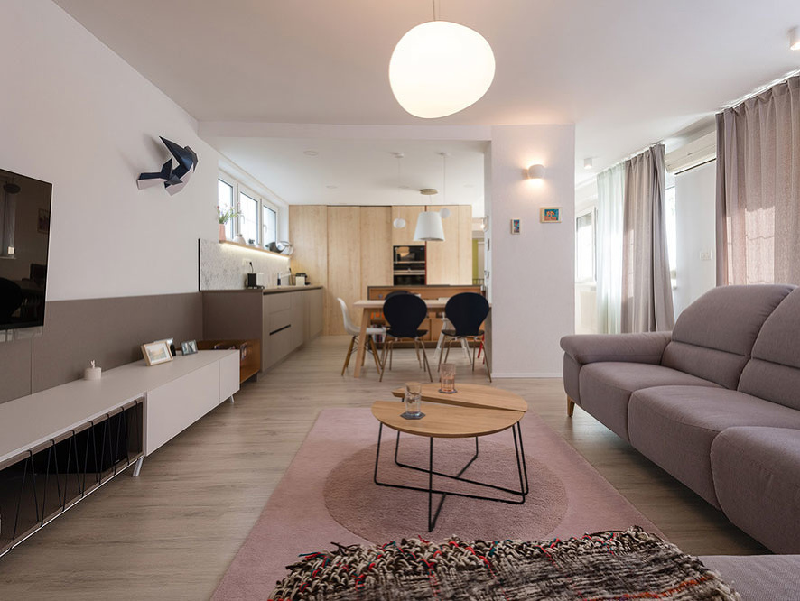 Netradičným spojením dvoch bytov si mladá rodina splnila sen o veľkom priestore