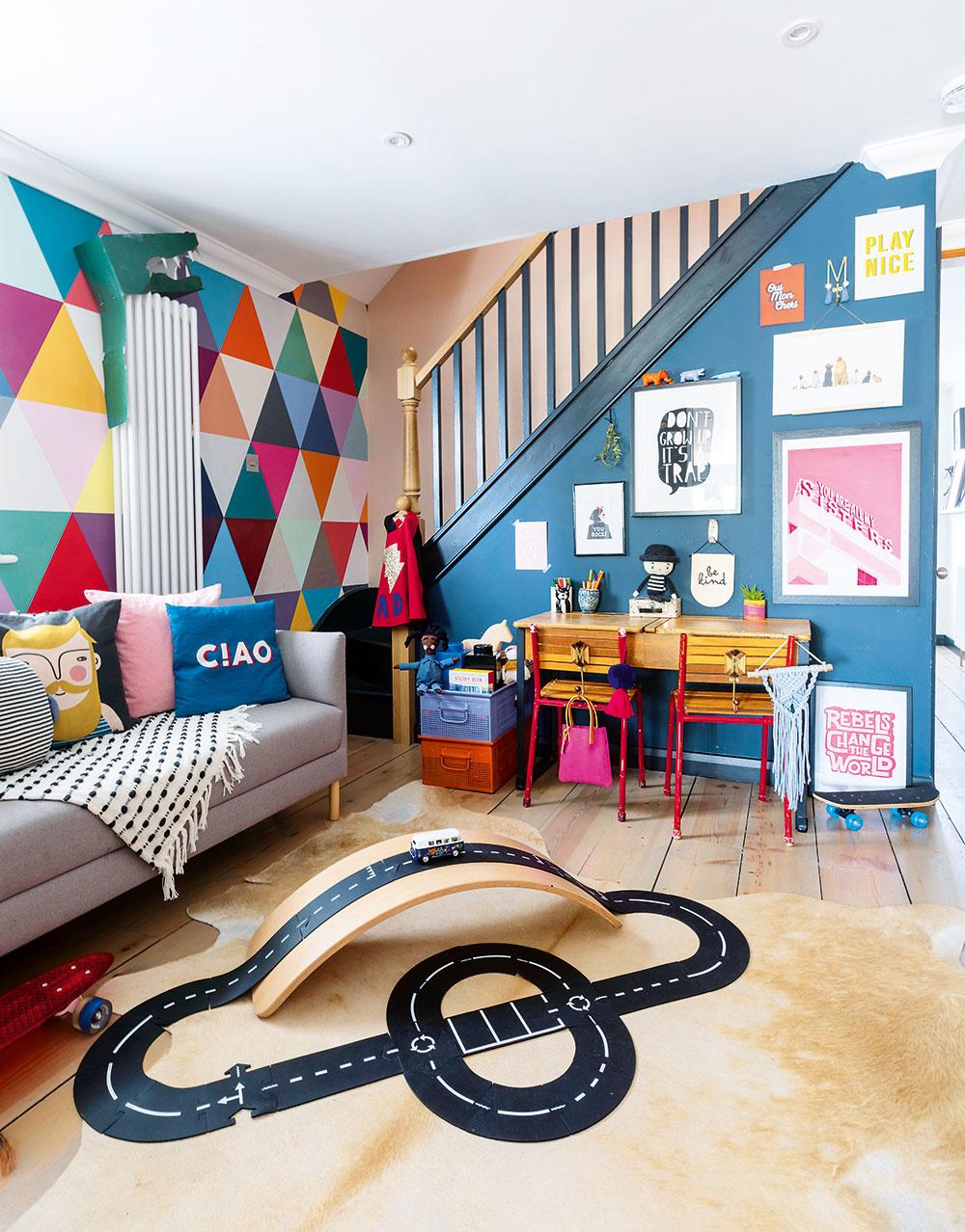 """""""Ani praktické priestory by nemali byť nudné. Rada maľujem akombinujem tapety adoplnky. Kinteriéru kúpeľne akuchyne pristupujem rovnako ako kzvyšku domu."""""""