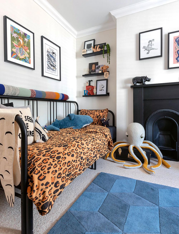 Detské izby odrážajú kreatívnu stránku rodiny. Vizbe malého Rocca vytvorila Sally tropický priestor, kde sa môže chlapec ponoriť do ríše svojej fantázie.