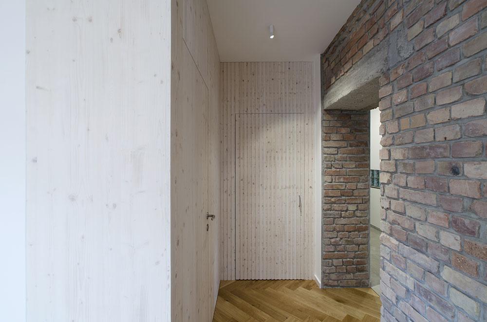 Rekonštrukcia bytu v centre Bratislavy odhalila tehly zo zbombardovanej Apolky