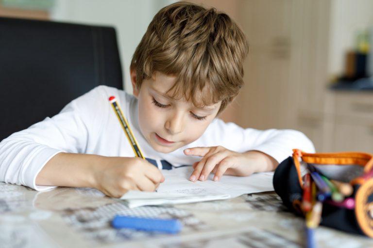 Ako premeniť bežnú detskú izbu na domácu učebňu?