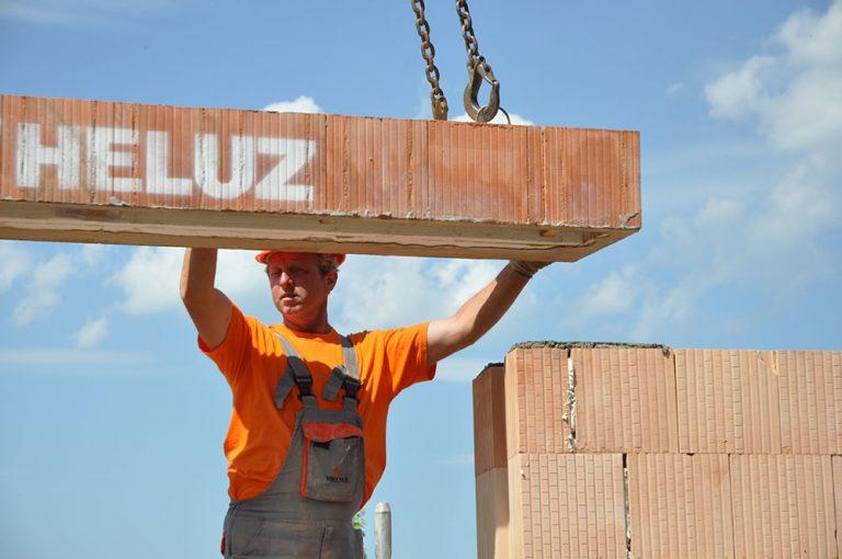 Spoločnosť HELUZ pomáha stavebníkom v súčasnej ťažkej situácii
