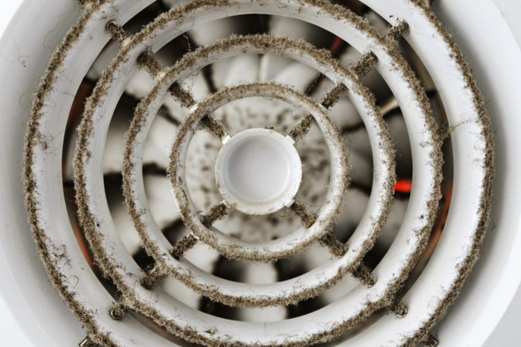 Ako vyčistiť kúpeľňový ventilátor? Kedy ho treba vymeniť?
