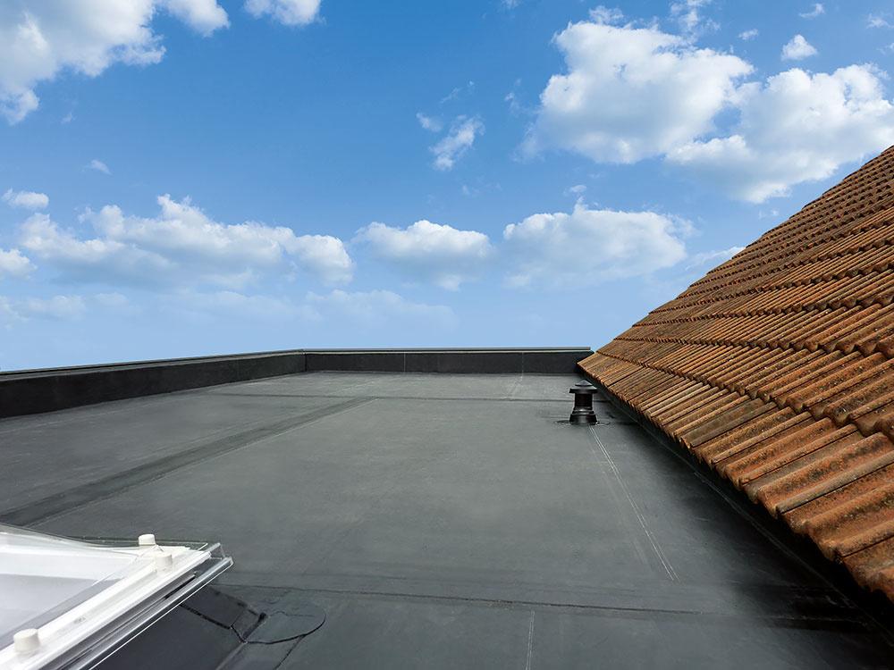 Použitím strešného systému RubberCover EPDM zabezpečíte svojmu domovu bezpečné riešenie na desiatky rokov.