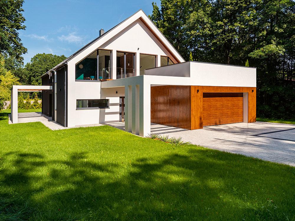 Zakladáme nový trávnik: Je lepší klasický výsev alebo trávový koberec?