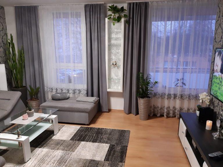 Svojpomocne zariadená obývacia izba
