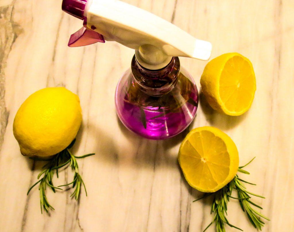 Jednoduchý EKO sprej z citrusov a byliniek, ktorý vyčistí a osvieži celý byt
