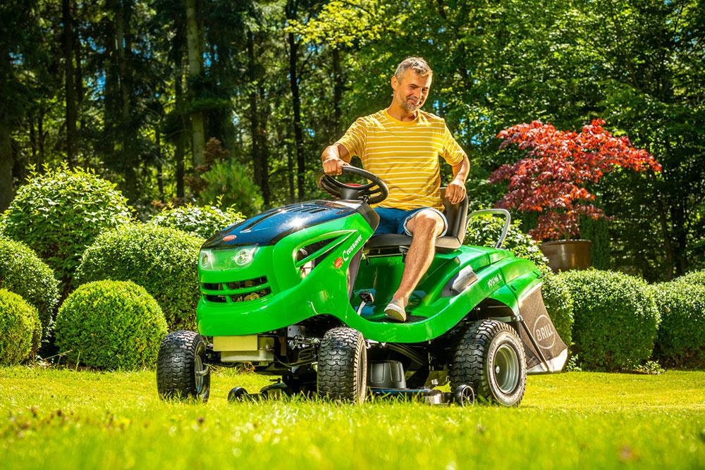 Záhradný traktor Brill Crossover T 103/16 H je výkonným strojom od nemeckej firmy Brill, ktorá ho vyrába v Rakúsku. Vďaka robustnému šasi z prvotriednej ocele má traktor skvelú stabilitu, a okrem jednoduchej ovládateľnosti vyniká aj perfektným zberom trávy.