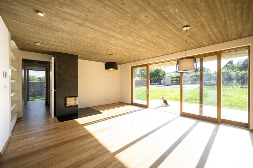 Súťaž Interiér roku: Dom pre rodinu s dvomi deťmi a s výhľadmi na rozkvitnuté čerešne