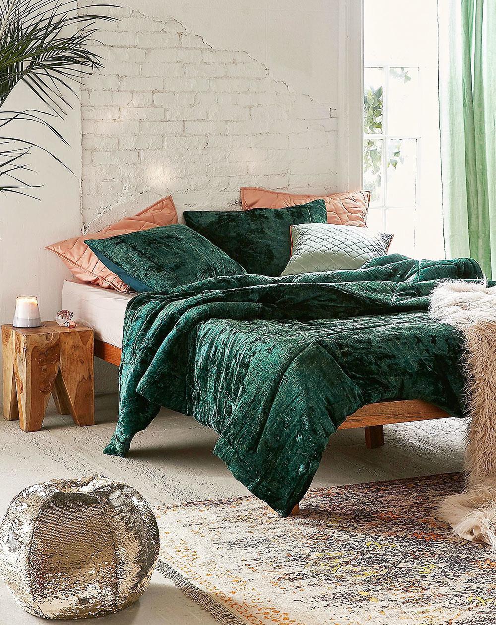 Rozmaznajte sa zamatovými prikrývkami avankúšmi. Vďaka farbe smaragdu, ametystu aruženínu sa budete cítiť ako králi.