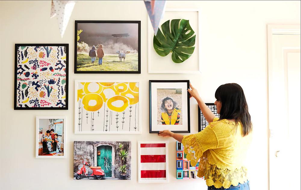 Chcete dosiahnuť rýchlu zmenu v interiéri? Spravte si galériu na stene!