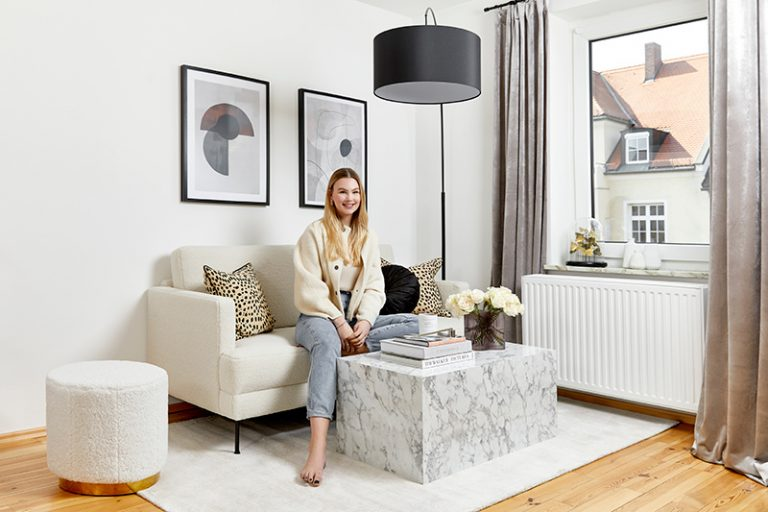 V byte s rozlohou väčšej izby si majiteľka vytvorila praktické a štýlové bývanie