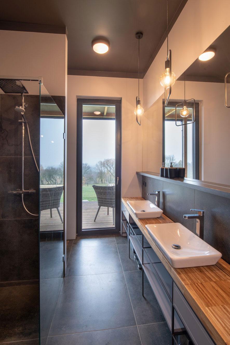 kúpeľňa so sprchovacím kútom