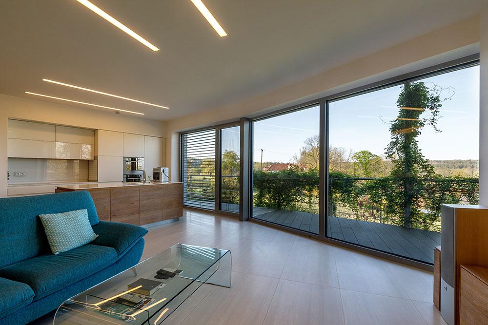 """""""Celá južná stena domu je oblúková, najväčšiu dynamiku zaoblenia dosahuje oblúk v obývacej izbe."""