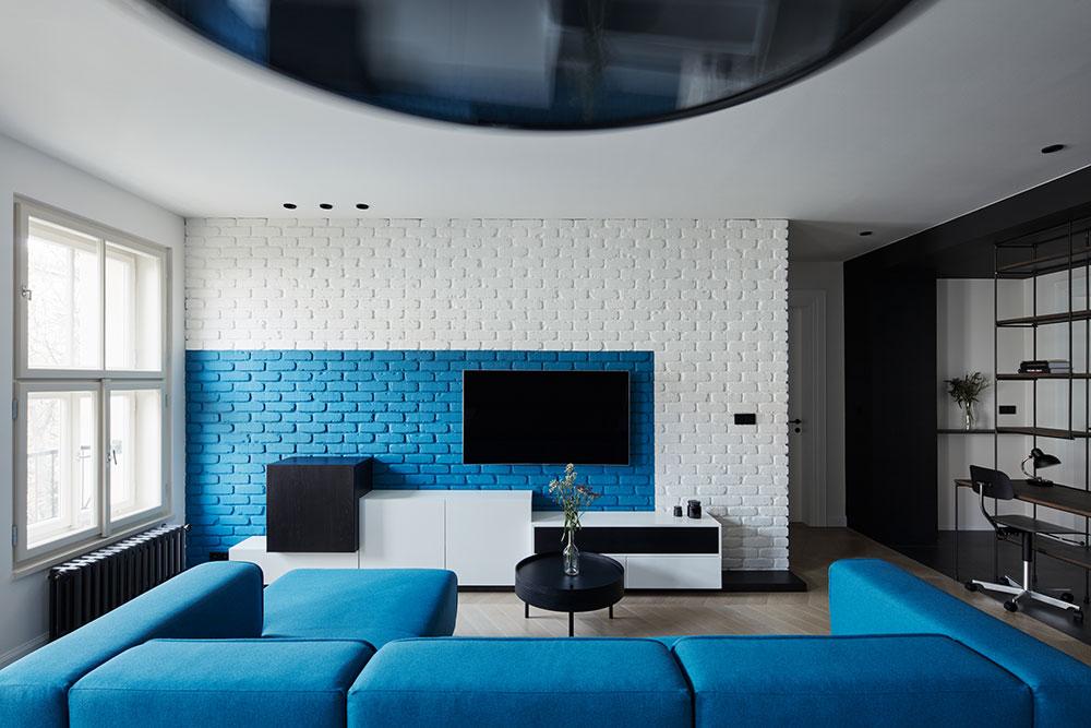 Vďaka modrej farbe získal byt jedinečnú dynamiku