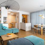 obývacia izba s jedálňou a kuchyňou