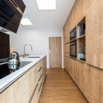 kuchyňa s dreveným obložením