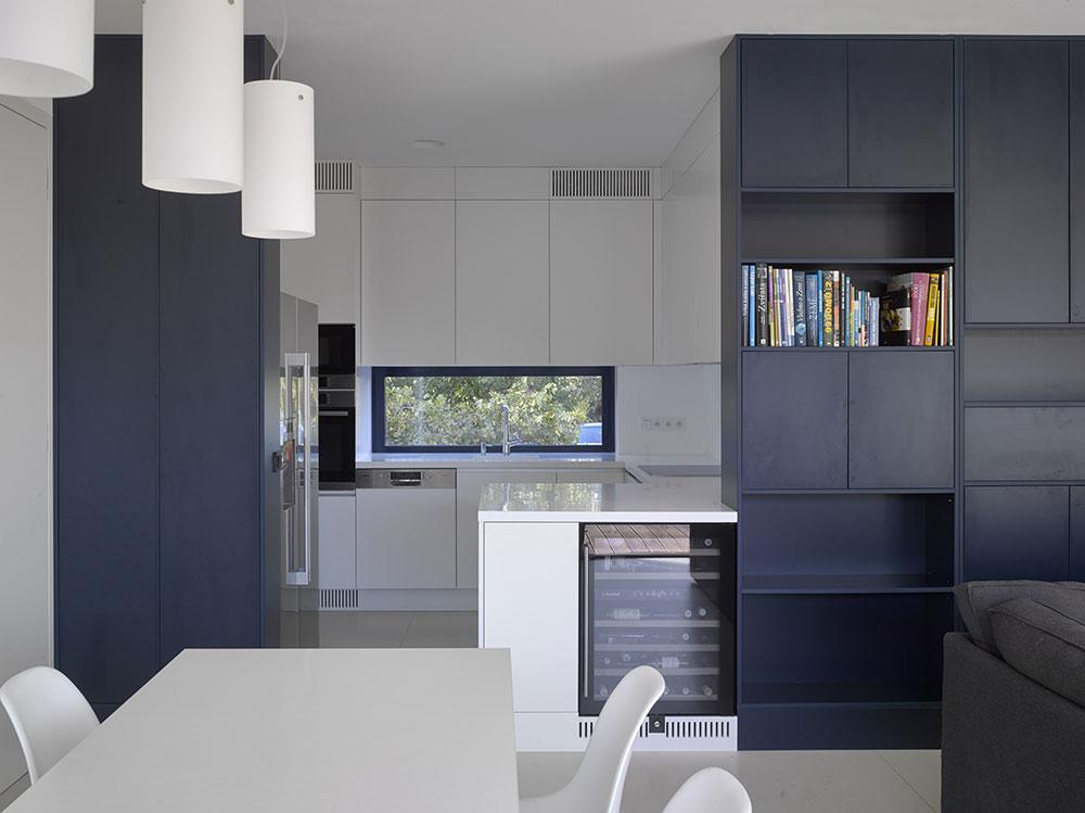 kuchyňa s vinotékou