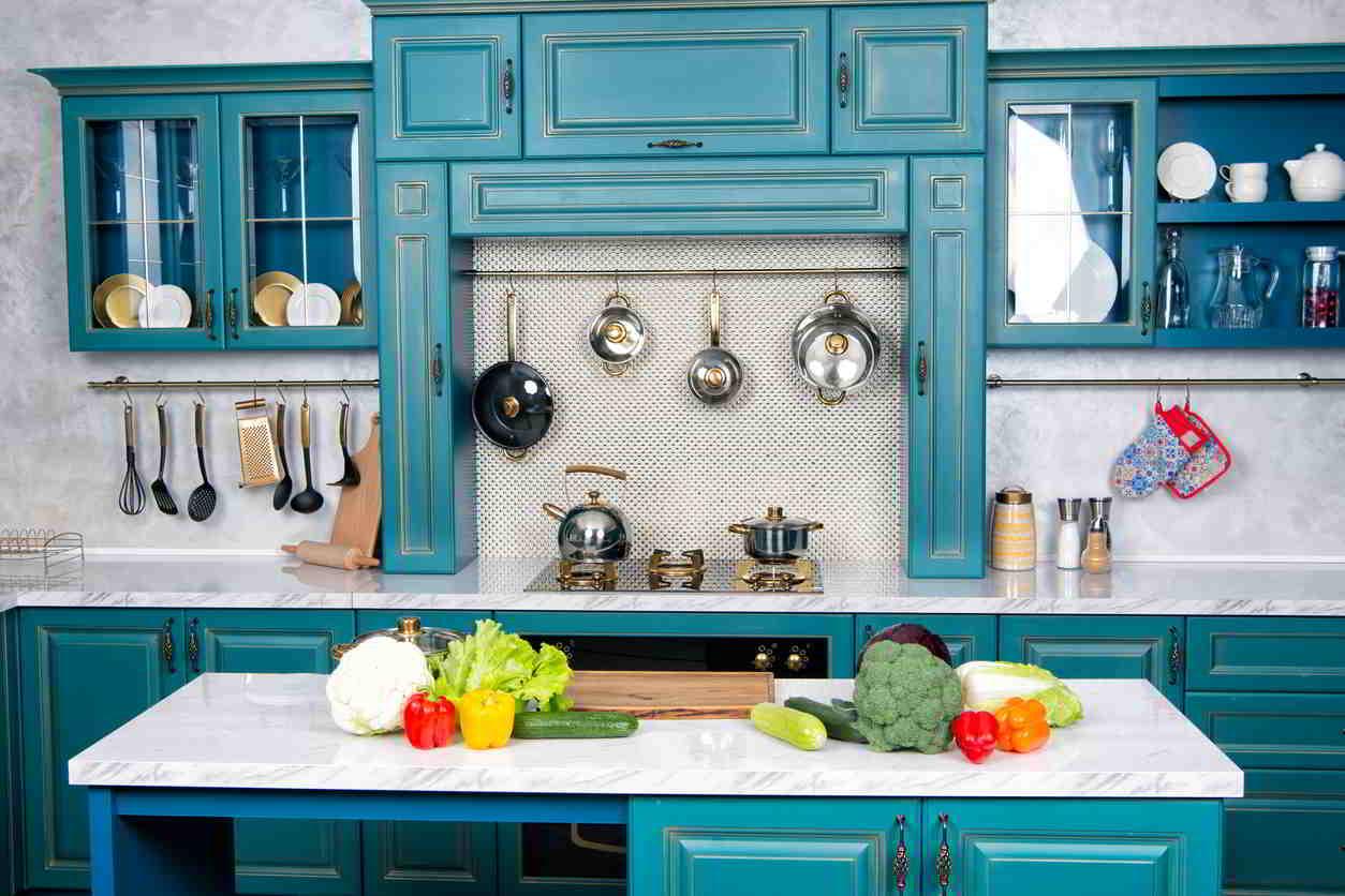 modrozelená kuchyňa