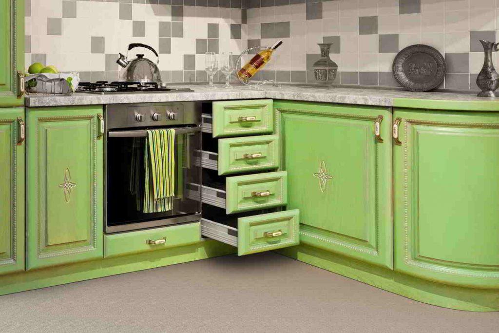 Trendom tohto leta je zelená kuchyňa