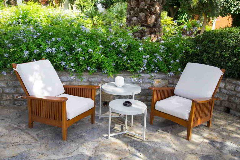 Aký záhradný nábytok si vybrať do vlastnej exteriérovej oázy pokoja?