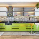 kuchyňaSivozelená v kombinácii so vzorovým obkladom