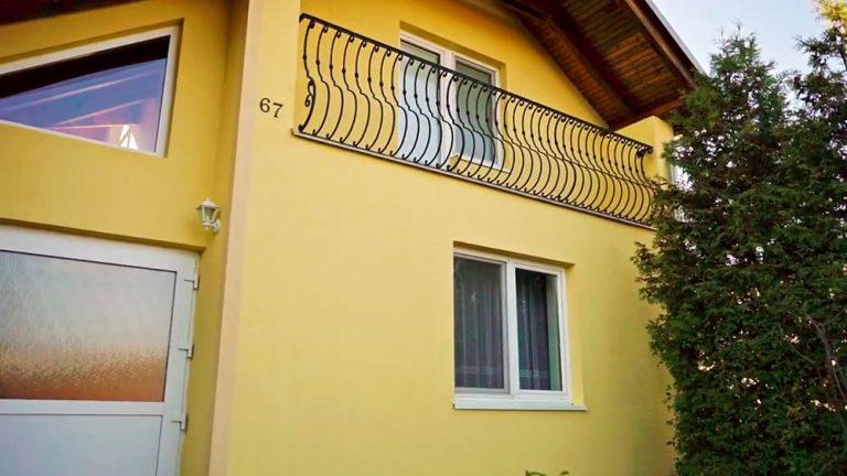 Oprava poškodenej fasády riasami