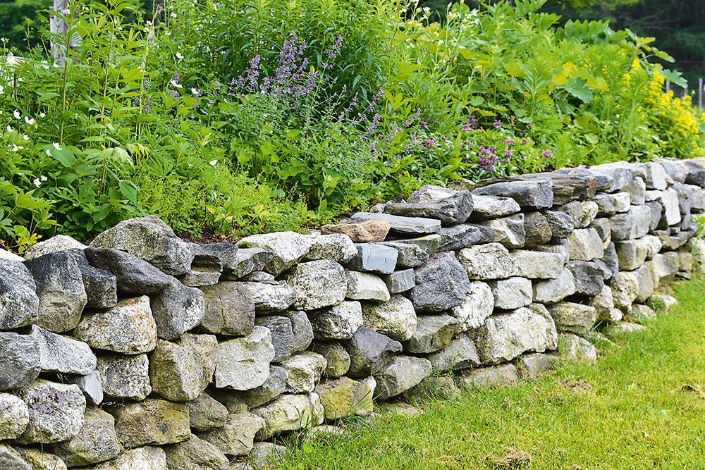 Suchý záhradný múrik z kameňa