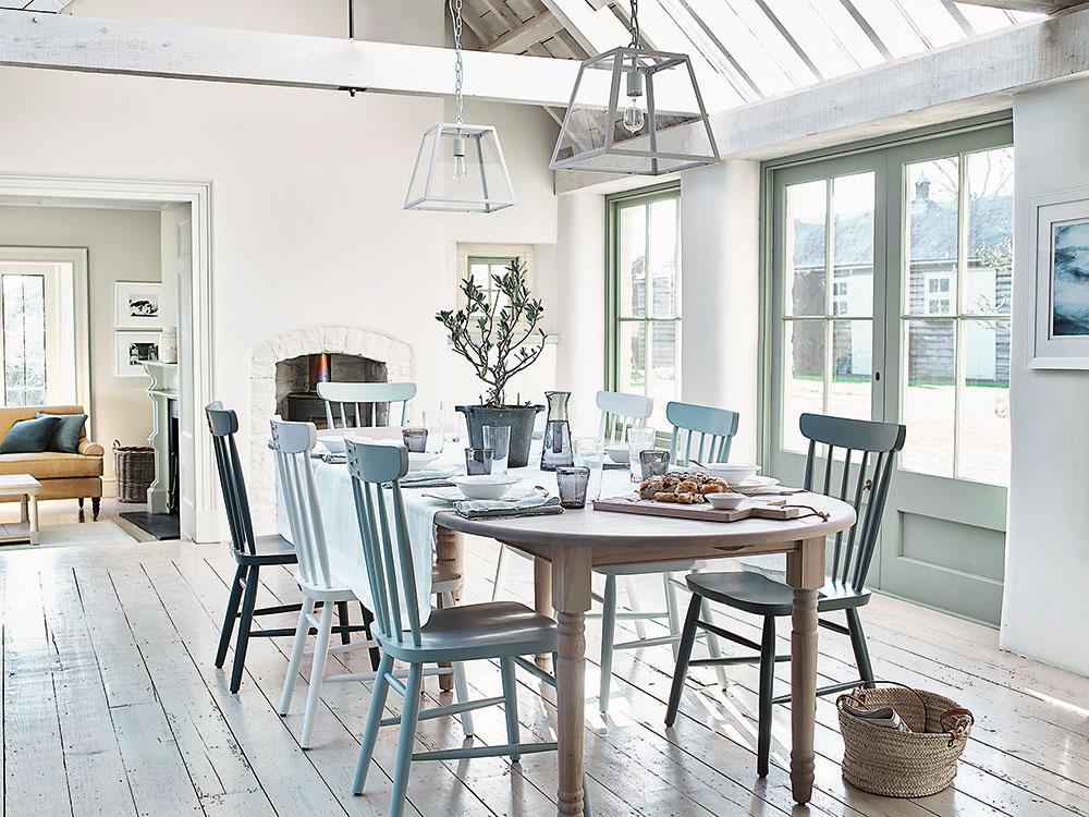 jedálenský stôl so stoličkami