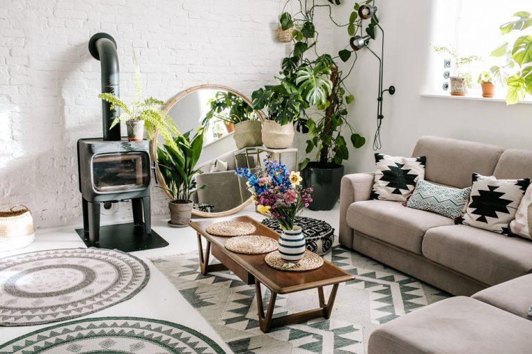 Presvetlený byt, ktorý majiteľke navodzuje pocit, že je stále na dovolenke