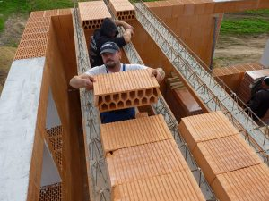 Ako zhotoviť keramický polomontovaný strop?