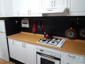 VÁŠ TIP: Svojpomocná renovácia klasickej desaťročnej kuchyne