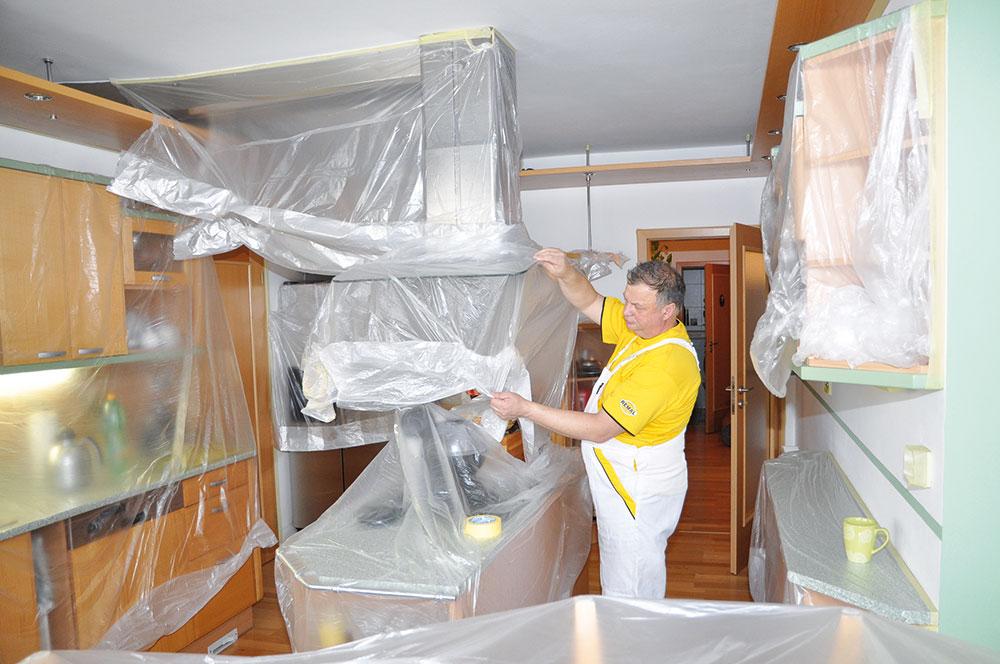 Zakrytie nábytku pred maľovaním