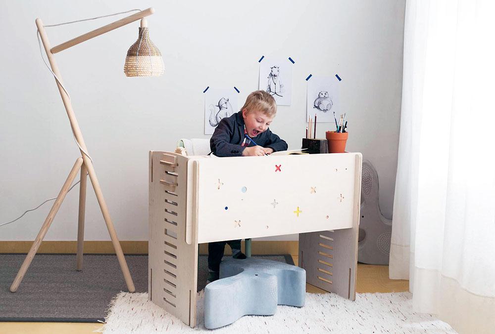 pracovný stolík
