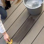 Na menšie nečistoty stačí voda so saponátom, použiť môžete aj vysokotlakový čistič.