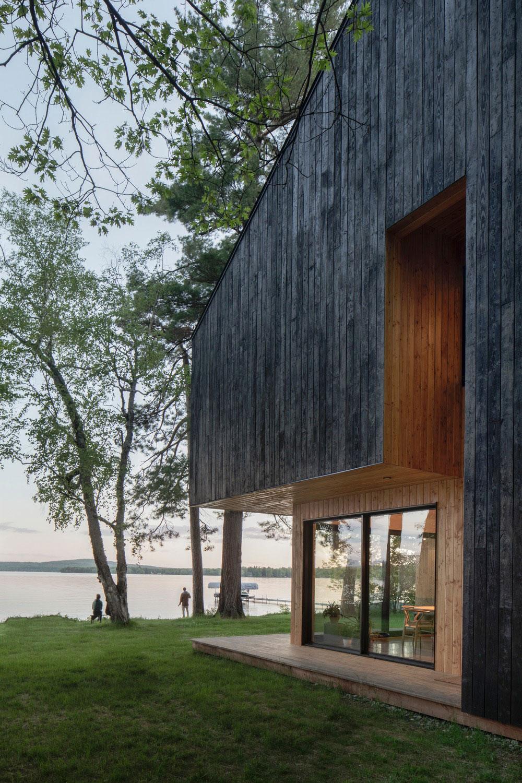 drevená chata pri jazere