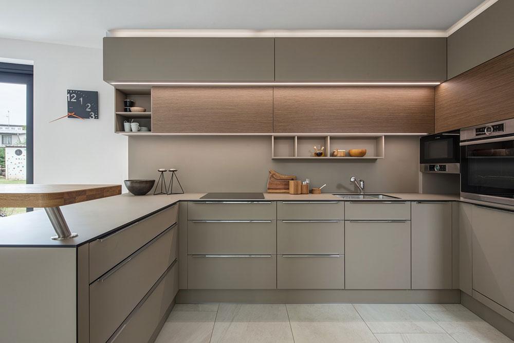 kuchyňa v bledohnedých odtieňoch