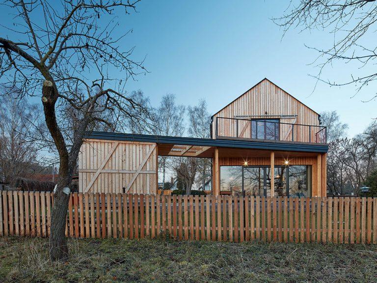 Dvojpodlažný rodinný dom, ktorý postavili za tri mesiace