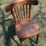 stará stolička z dreva vyrobená v Pravenci