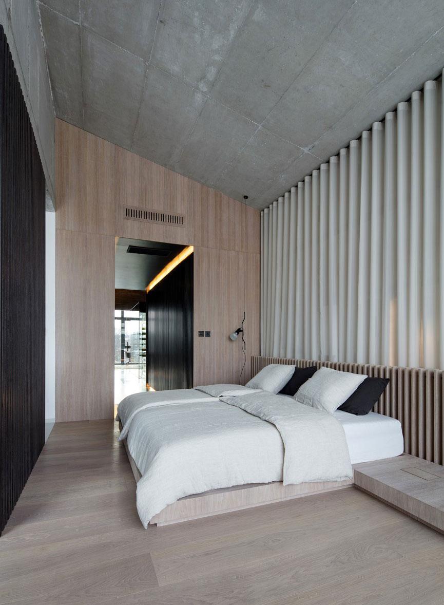 Spálňa s vysokým stropom